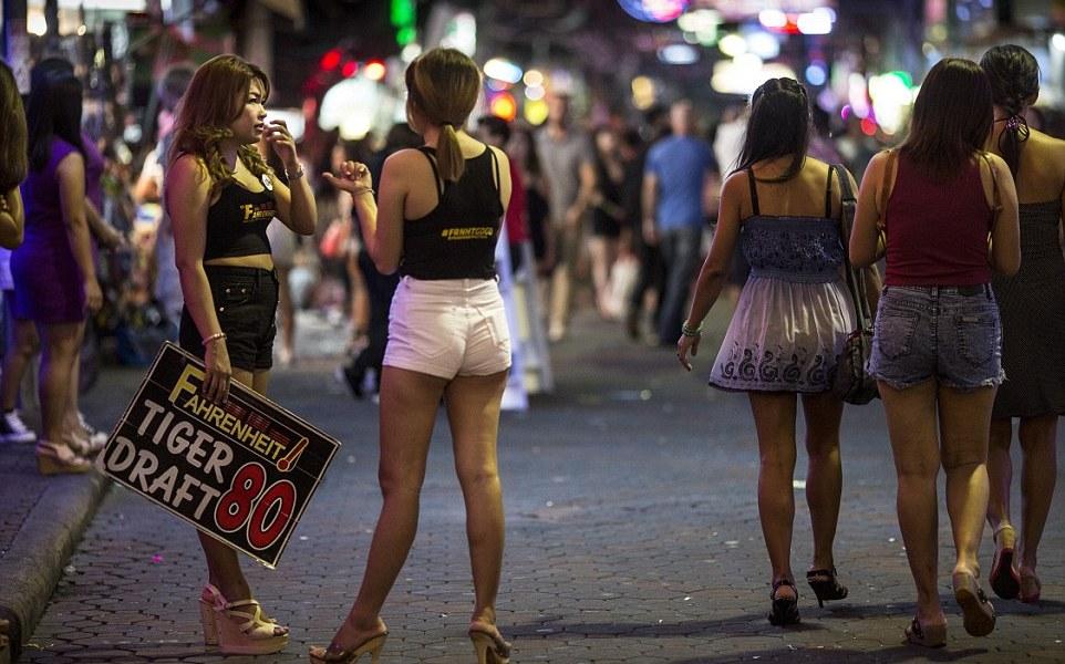 Жизнь уличных проституток проститутки 2000 час